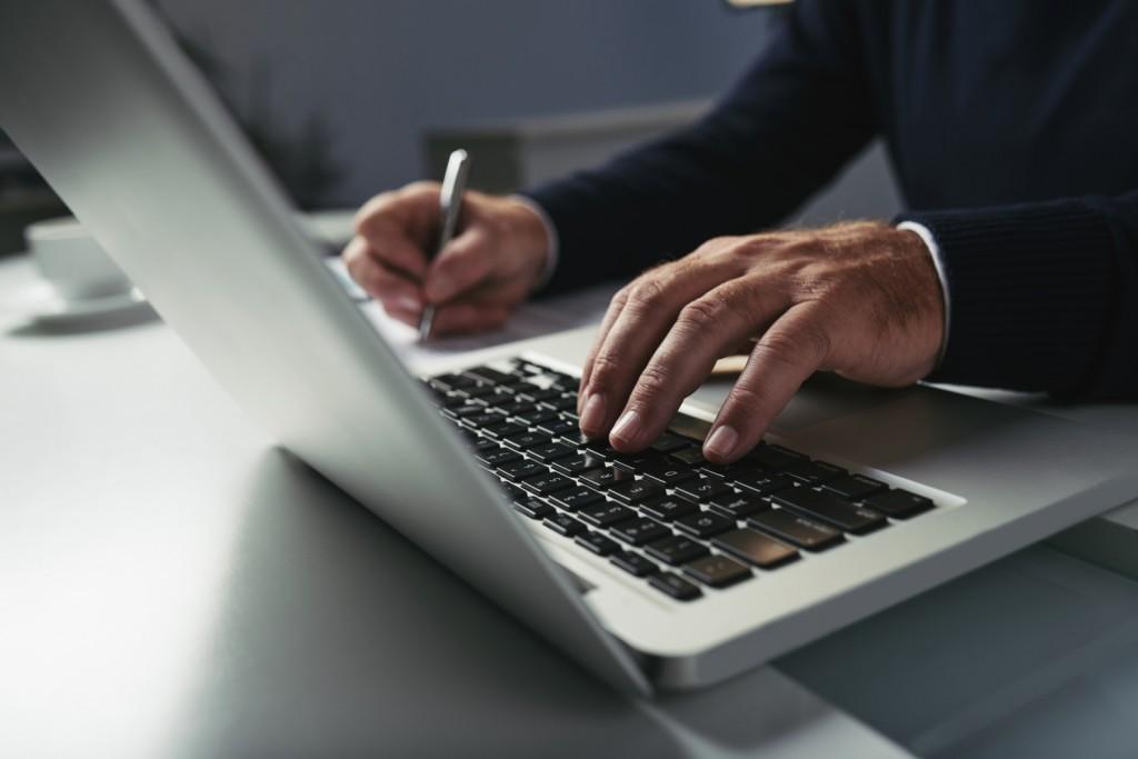 Laptop jakim jest Lenovo ThinkPad L15 to biznesowy notebook o niesłychanej wydajności i zaprojektowany tak, aby był możliwie jak najbardziej mobilny