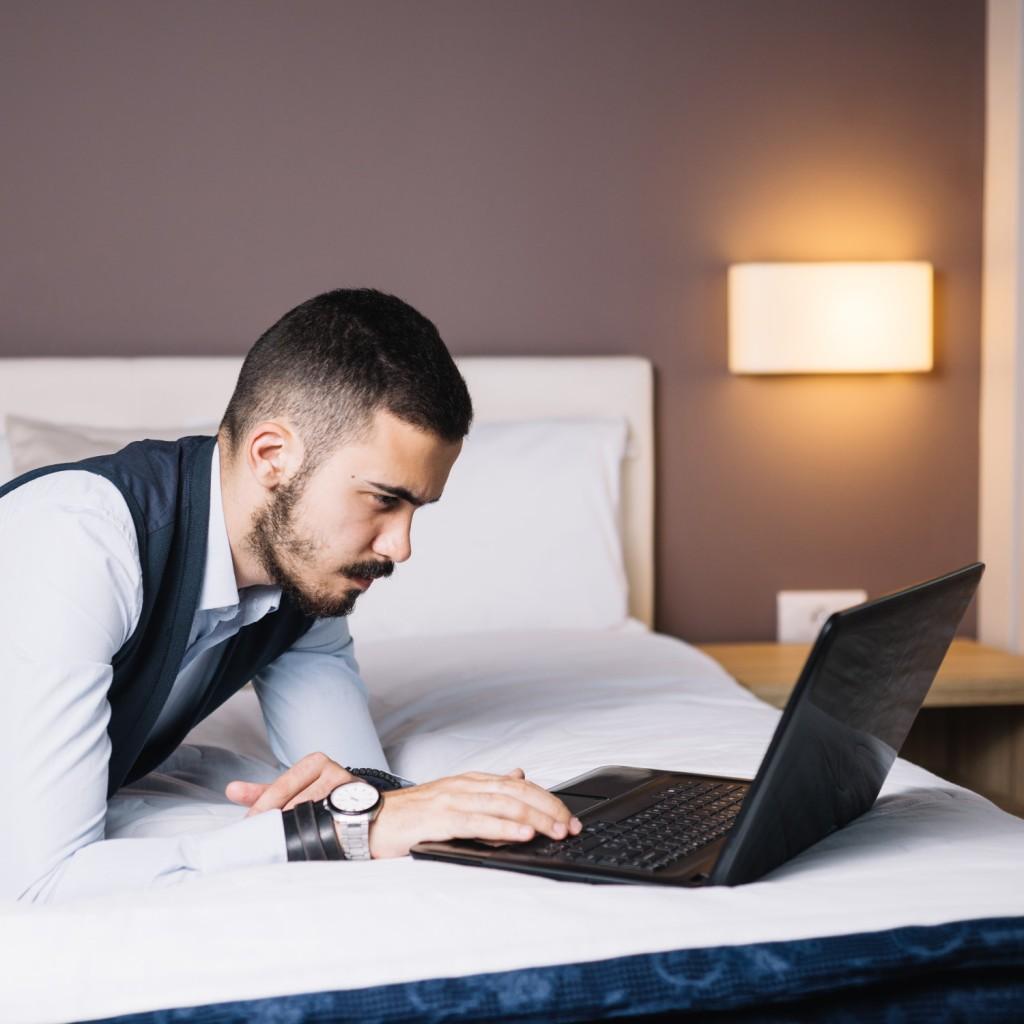 Chociaż model Lenovo ThinkPad L13 Yoga jest stosunkowo niewielki i bardzo lekki, to w jego wnętrzu znaleźć możemy potężną specyfikację, pozwalającą na pracę z wykorzystaniem bardzo zaawansowanych aplikacji i programów